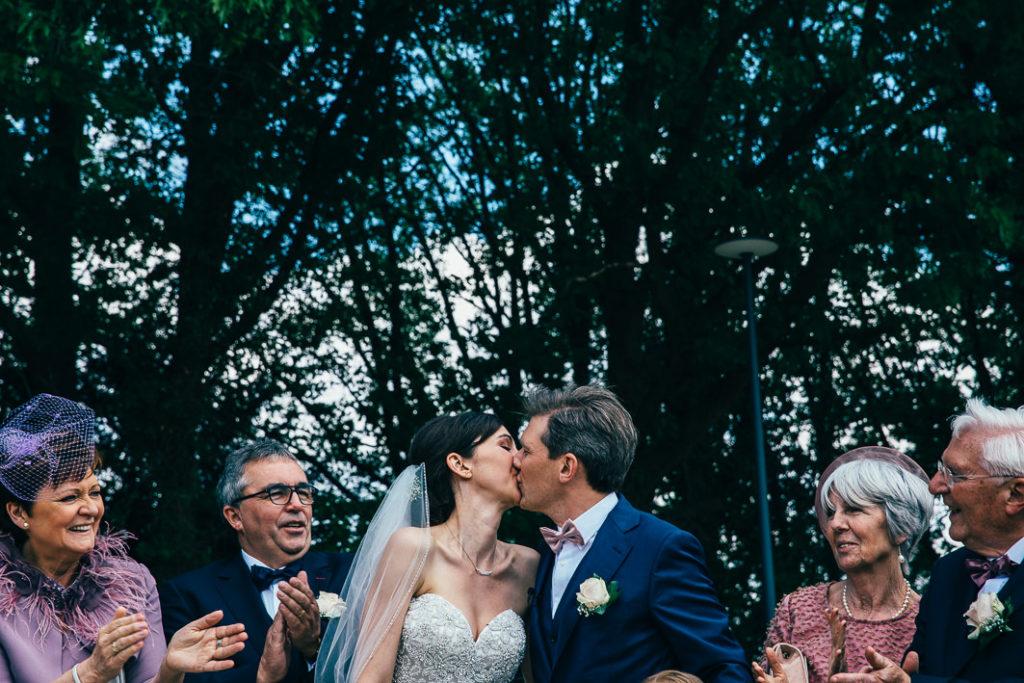 huwelijksfotograaf nico van moorhem spike kus huwelijk koppel